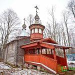 Фотофакт: на храме в деревне Кшентицы Новгородского района установили новый крест