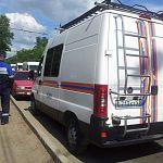 Газовики, полицейские и спасатели осмотрели машину «с душком» в Колмове
