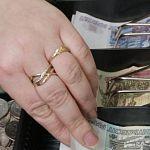 В Великом Новгороде будут судить кассира банка, укравшую два миллиона