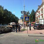 Фотофакт: в Великом Новгороде машина вылетела на автобусную остановку