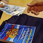 Мошенник похитил у новгородки 300 тысяч рублей, обещая спасти ее сына от уголовного дела