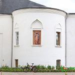 На церкви Сретения в Великом Новгороде сегодня установили изображение Тихона Задонского