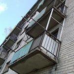 В Великом Новгороде 14-летняя девушка упала с балкона пятого этажа
