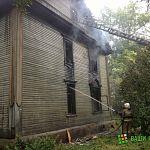 В центре Великого Новгорода горело заброшенное деревянное здание