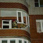 Взрыв бытового газа обрушил балкон в новгородской многоэтажке