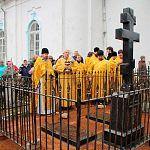 В Солецком районе установили памятник священнику-партизану Феодору Пузанову