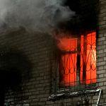 На пожаре в новгородской пятиэтажке погиб мужчина