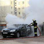 Во дворе на улице Свободы загорелась «Шкода»
