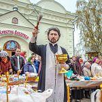 В новгородских храмах освящают пасхальные куличи