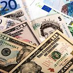 Президент увеличил максимальную сумму для обмена валюты без паспорта почти в три раза
