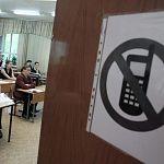 Четыре новгородских школьника попались на ЕГЭ с телефонами и шпаргалками