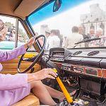 На празднике ГИБДД Вероника Минина порулила ретро-автомобилем