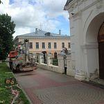 Возле церкви Дмитрия Солунского сделают небольшую парковку