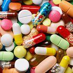 Владимир Путин поручил губернаторам контролировать цены при закупках лекарств