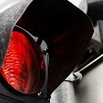 В Великом Новгороде в пять утра 14-летний новгородец на родительском «Форде» сбил светофор