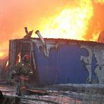 Утренний пожар на «Новгородском дровяннике» уничтожил 100 метров строиматериалов