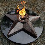 В Валдае отремонтировали мемориал «Вечный огонь»