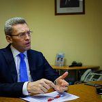 Сегодня сенатор Алексей Костюков в телевизионном интервью расскажет о работе и о личной жизни