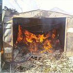 В Новгородской области сгорела «копейка» вместе с гаражом