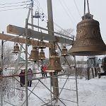 В Старорусском районе освятили колокола строящейся церкви