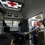 В Новгородскую область поступят новые школьные автобусы и автомобили «Скорой помощи»