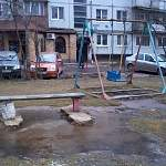 Известный новгородский музыкант поделился жутковатыми фотографиями двора на улице Ломоносова