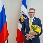 Сенатор Алексей Костюков поздравляет читательниц «Ваших новостей» с 8 марта