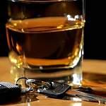 Должник из Окуловки подшофе разбил одну из арестованных приставами машин