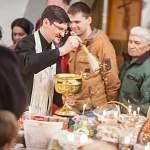 В новгородских храмах освящают куличи и пасхи