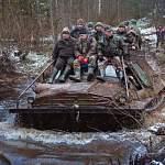 Врио губернатора прокатился на «броне» к месту падения советского штурмовика в демянские леса