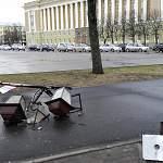 На Софийской площади разбился один из декоративных фонарей