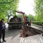 В Старой Руссе в пяти шагах от памятнику Ленину археологи ведут разведку места под стелу