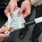 Житель Узбекистана за 20 тысяч рублей пытался откупиться от дорожного инспектора