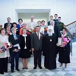 В День России Андрей Никитин вручил награды новгородцам, спасшим тонущих людей