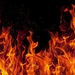 В Парфинском районе вечером горел дом