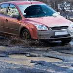 Прокуратура требует администрацию города отремонтировать разбитые дороги