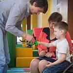 Мальчику из Хвойной установят роботизированный протез, сообщает Андрей Никитин