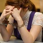 Полиция задержала 21-летнюю жительницу села Поддорье по подозрению в совершении квартирной кражи