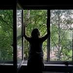 На Заставной улице в Великом Новгороде женщина выпрыгнула из окна