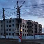 Недостроенный дом по улице Шимская готов лишь на 40%. От подрядчиков вестей нет
