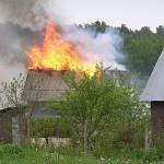 В результате пожара в Боровичском районе полностью сгорел дом