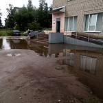 Фотофакт: вплавь до аптеки по новому валдайскому озеру!