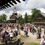 Деревенские гуляния, посвященные Пасхе, в  «Витославлицах»
