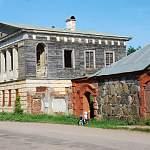 В красивейшей новгородской деревне Коростынь начали реставрировать Путевой дворец