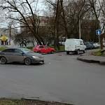 Фотофакт: на перекрестке в Великом Новгороде газель «Ростелкома» попала в ДТП