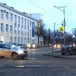 В Великом Новгороде за утро столкнулись четыре машины: пострадала женщина