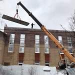 Житель Пестова запечатлел рискованные работы на местной стройке