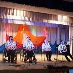 На фестивале творчества инвалидов в Поддорье всех поразило выступление коллектива из Сольцов