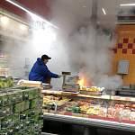 Фото: пожар в новгородской «Ленте»