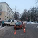 Новгородский водитель поплатился здоровьем пассажира, решив промчаться на красный свет